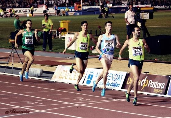 Final 800 metros. Kevin López Yerga, Álvaro de Arriba y Luis A. Marco