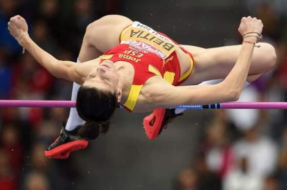 Ruth Beitia superando el 2.01